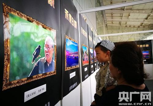 首届黑龙江文化旅游摄影作品展亮相文博会